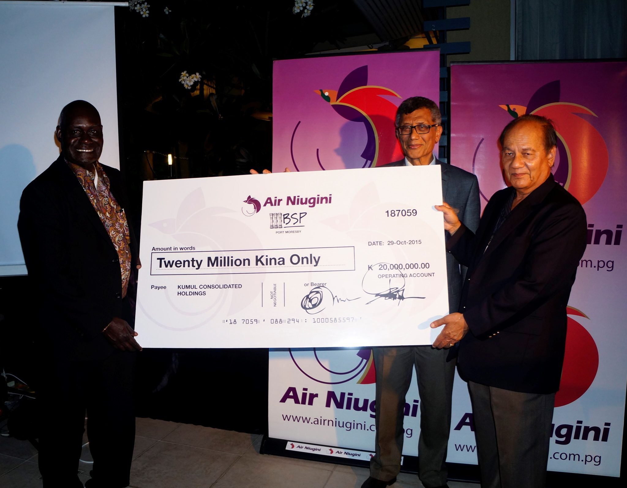 Air Niugini presents K20 million dividend to the State