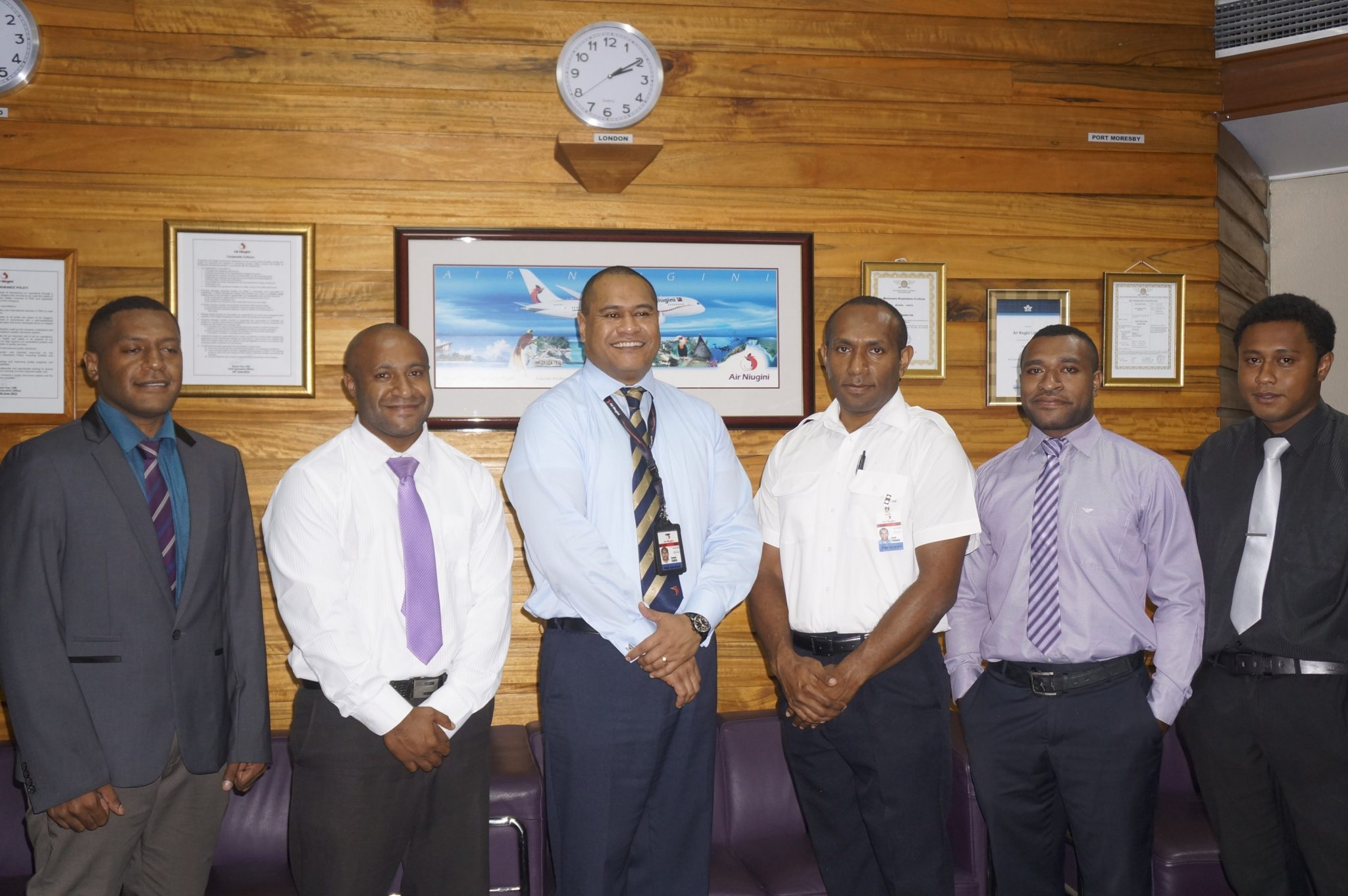 Air Niugini Pilot Cadets sign contracts