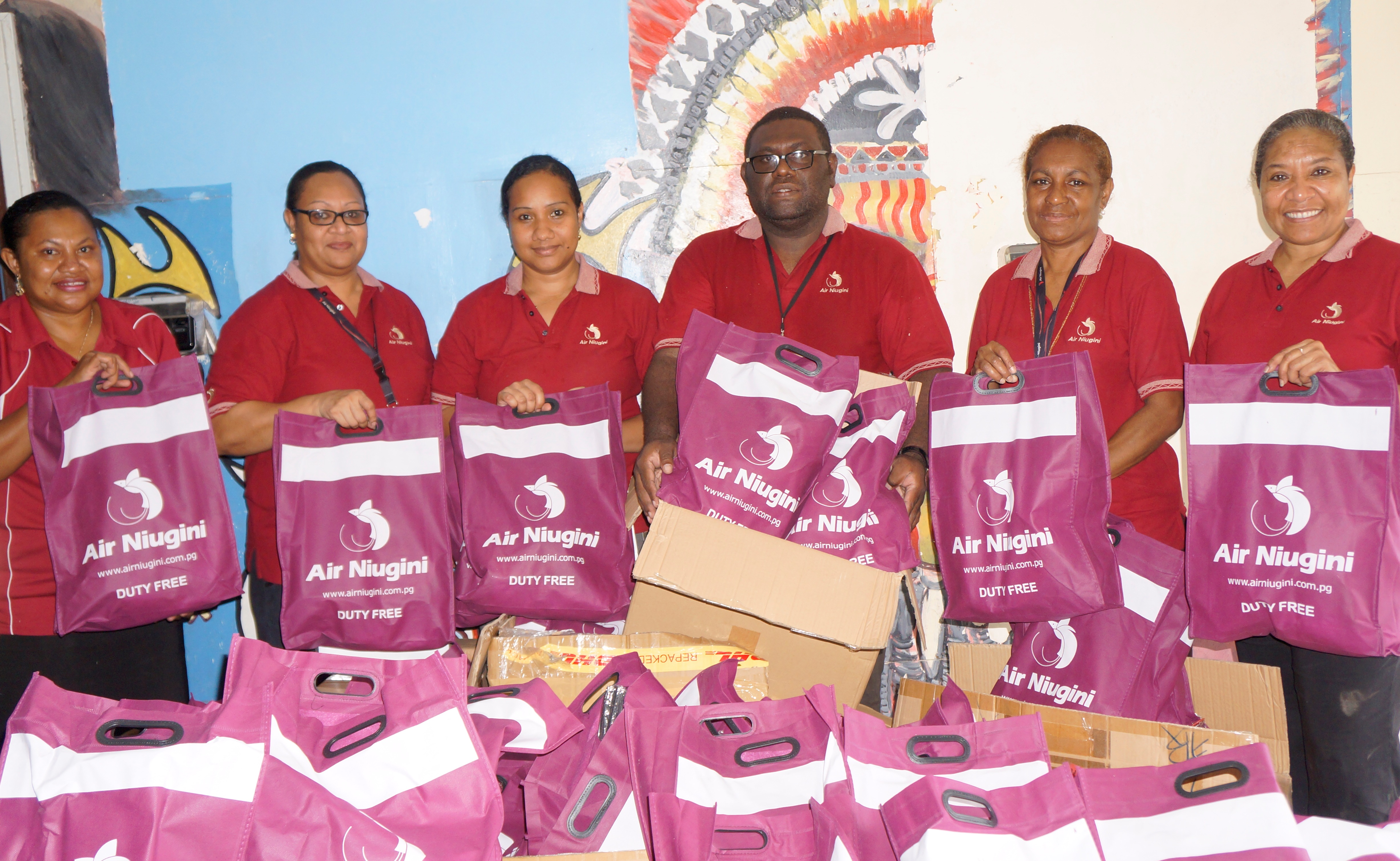 Air Niugini donates christmas gifts to Port Moresby General Hospital